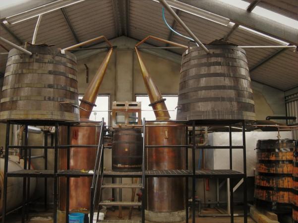 The stills at Abhainn Dearg distillery