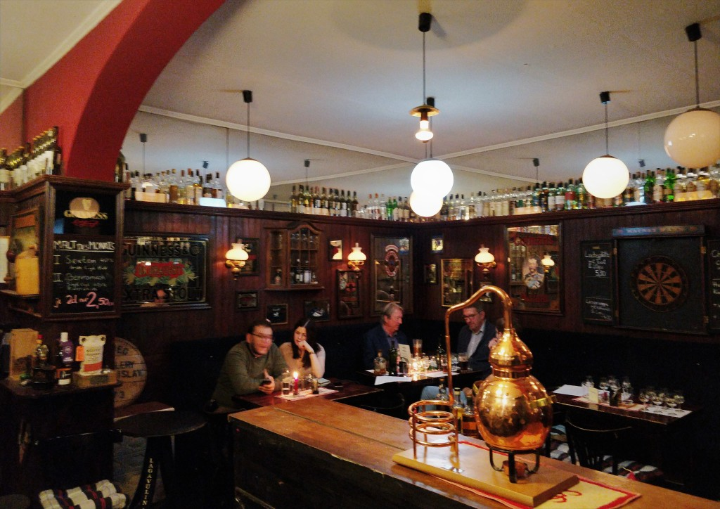 Union Jack Whisky Pub 02